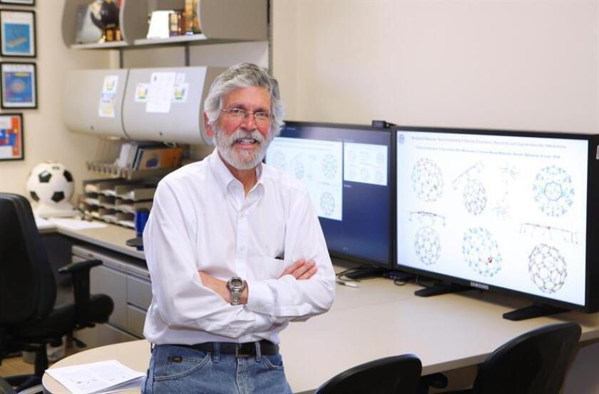 Científico hispano promoverá lazos como nuevo presidente de Sociedad Química
