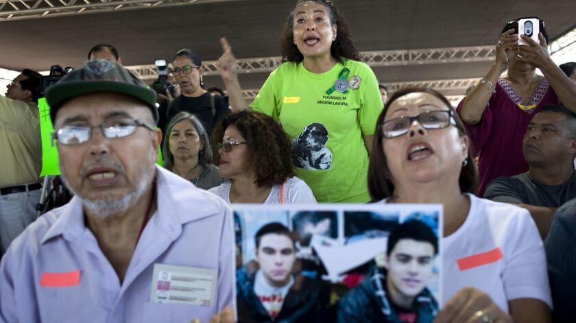 Adriana Moreno confronts Mexico's incoming Secretary of Public Security, Francisco Alonso Durazo Mon