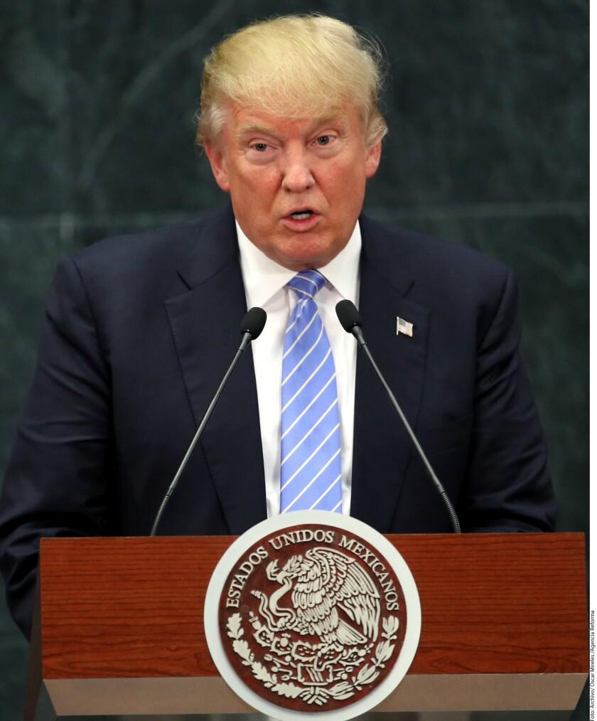 """El yerno del Presidente Donald Trump de Estados Unidos, Jared Kushner, buscó alcanzar un pacto sobre inmigración con el Gobierno del Presidente mexicano Enrique Peña Nieto que incluyera la construcción de un muro fronterizo, asegura el libro """"El Fuego y la Furia""""."""