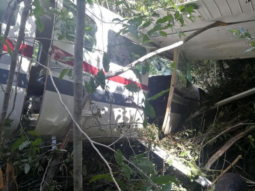 Al menos cuatro personas murieron y dos más quedaron heridas al caer hoy una avioneta sobre una casa en la ciudad mexicana de Culiacán, en el noroccidental estado de Sinaloa, informaron fuentes de la alcaldía local. EFE/STR/Archivo