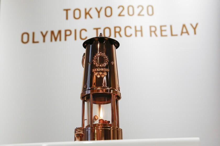 La llama de los Juegos Olímpicos en despliegue en el Museo Olímpico de Tokio