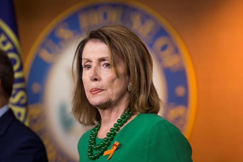 La líder demócrata de la Cámara de Representantes de Estados Unidos Nancy Pelosi participa en una conferencia de prensa. EFE/Archivo