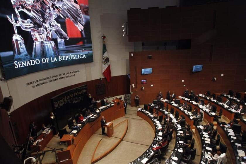Senadores mexicanos debaten el jueves 14 de diciembre de 2017, en Ciudad de México (México). EFE/Archivo