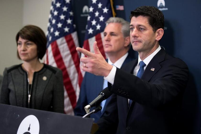 Los legisladores republicanos de la Cámara de Representantes retrasaron hoy la presentación de su propuesta legislativa de reforma fiscal ante las dificultades para acordar mecanismos que eviten que el déficit se dispare debido a los prometidos recortes de impuestos del presidente Donald Trump. EFE/ARCHIVO