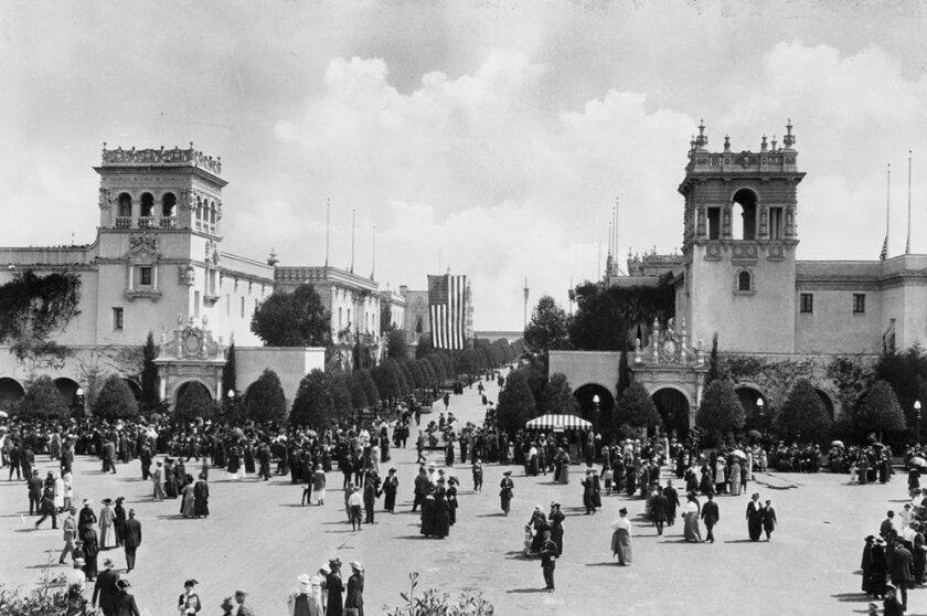 The Plaza de Panama looking east is filled with fairgoers at the Panama-California Exposition in 1915.
