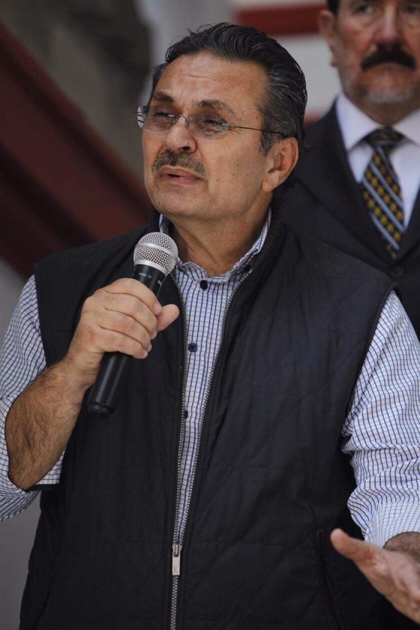 El director de Petróleos Mexicanos (Pemex), Octavio Romero, participa en una rueda de prensa en Ciudad de México (México). EFE/Archivo