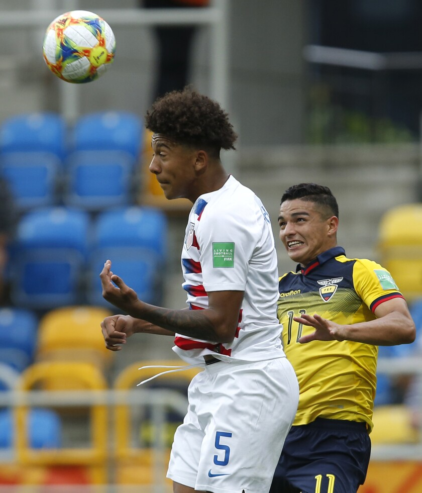 Chris Richards of the U.S., left, and Ecuador's Alexander Alvarado challenge for the ball.