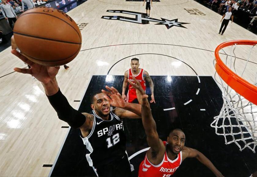 Houston Rockets player Luc Mhah a Moute (R) tries to block a shot against San Antonio Spurs player LaMarcus Aldridge in the first half of their NBA basketball game at the AT&T Center in San Antonio, Texas, USA, 01 April 2018. EFE