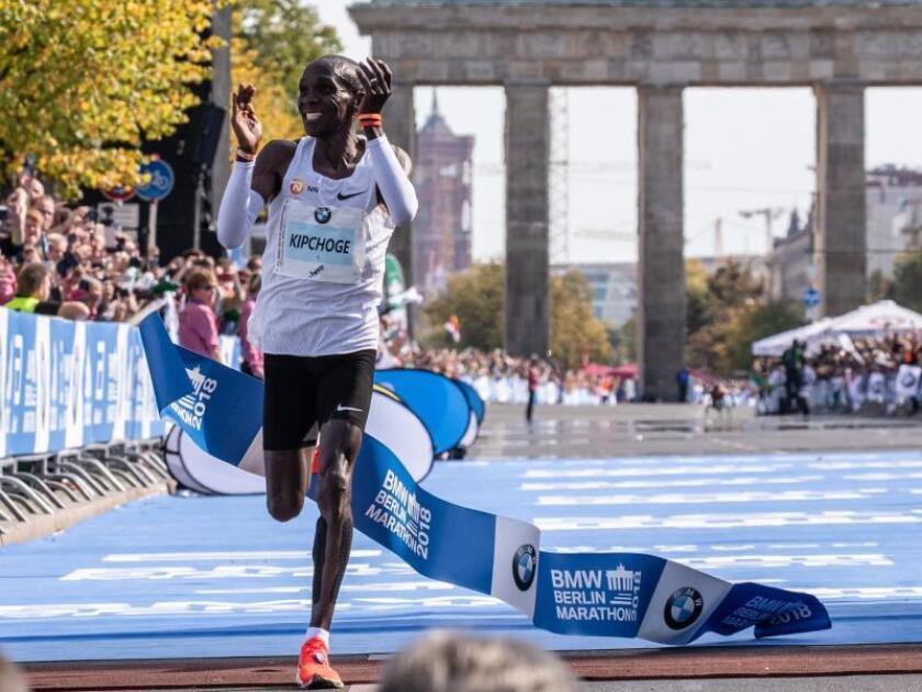 El keniano Eliud Kipchoge, de 34 años, en la meta del maratón de Berlín en septiembre de 2018. EFE/Archivo