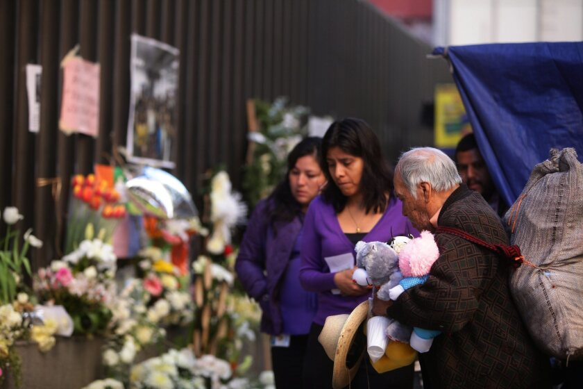Workers return to Mexico's Pemex HQ after blast that killed 37
