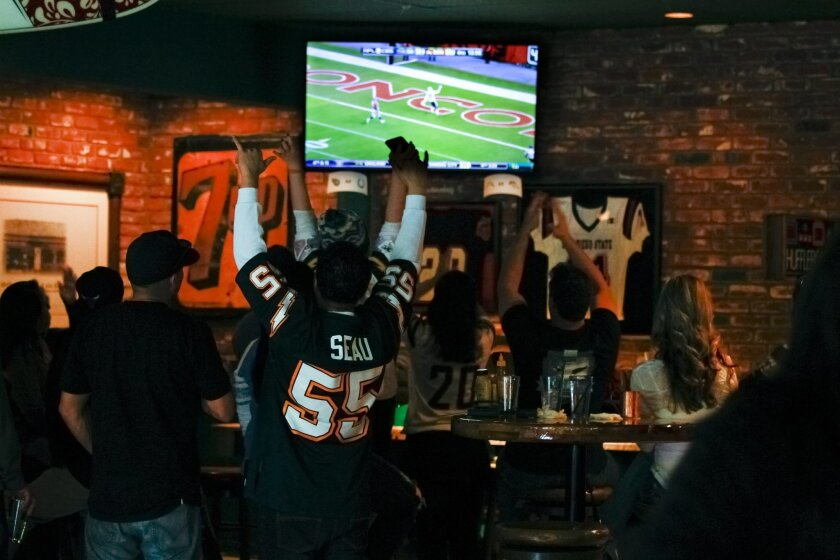 SAN DIEGO, CA, JANUARY 3, 2016: ..Chargers fans at McGregor's Grill & Ale House react to the Chargers scoring a touchdown in the 2nd half against the Denver Broncos. ...(Nelvin C. Cepeda / San Diego Union-Tribune)