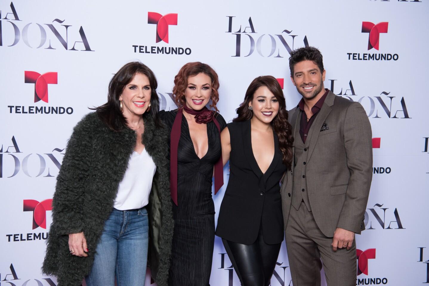 """Parte de elenco de la serie 'La Do–a"""" durante el lanzamiento de esta producci—n de Telemundo."""