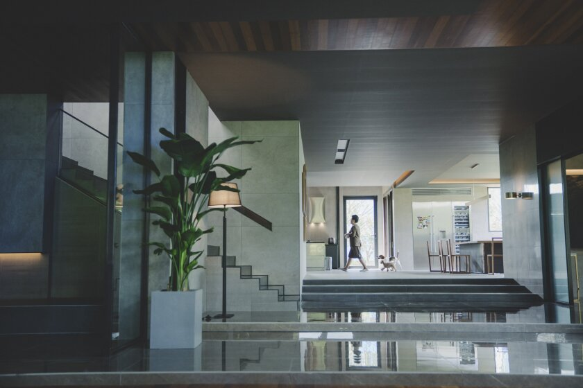 """A scene from """"Parasite"""" showcases the Park family's posh, Minimalist home"""