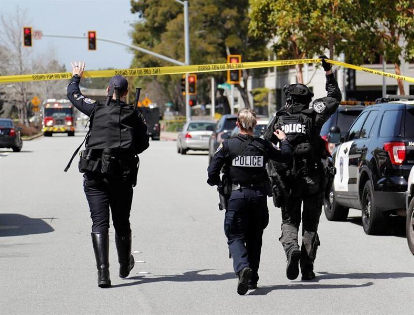 Las autoridades están investigando un tiroteo que tuvo lugar hoy en los juzgados del municipio de Masontown (Pensilvania) en el cual, según informaron medios locales, ha fallecido el agresor y se han registrado diversos heridos. EFE/Archivo