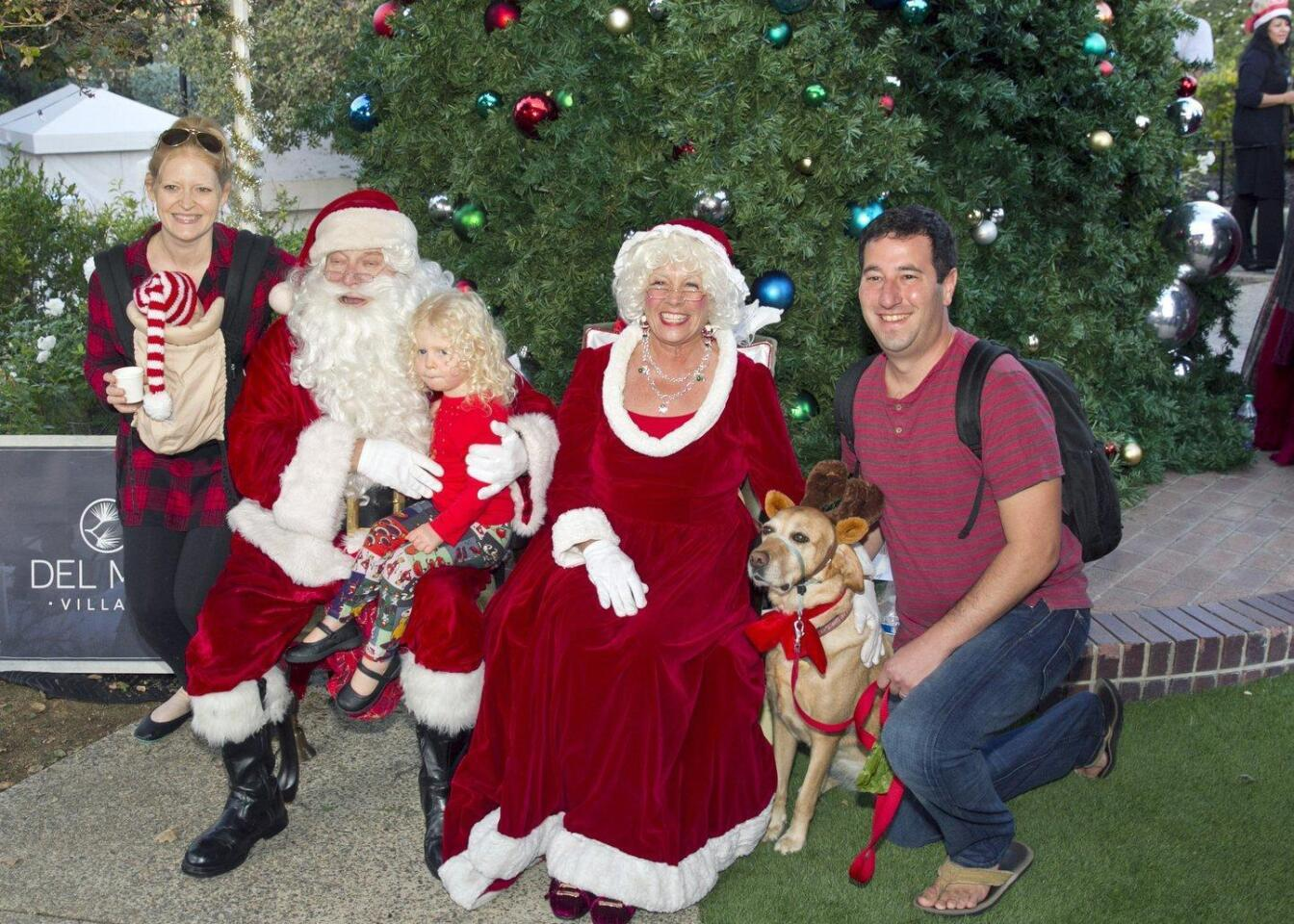 The Levin family with Santa and Mrs. Claus