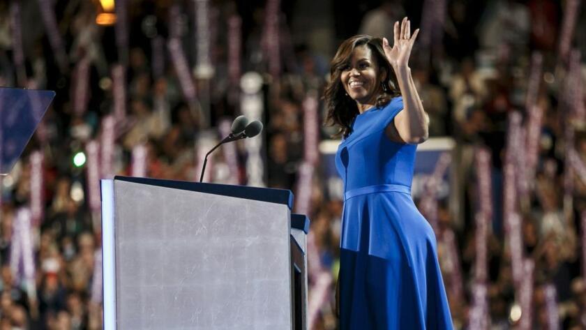 Michelle Obama (izq.) cargó siempre con la misma responsabilidad que su marido: ser la primera persona afroamericana de la historia de Estados Unidos en ocupar en su cargo.