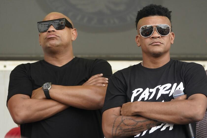 Los músicos cubanos Alexander Delgado, a la izquierda, y Randy Malcom, del dúo Gente de Zona