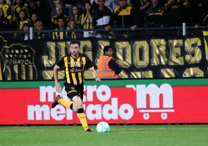 En la imagen, el lateral izquierdo del Peñarol, Lucas Hernández. EFE/Archivo