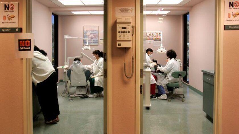 HLnoCoHealth293748x003.jpg 1/08/2009 SAN MARCOS (San Diego County California) USA_ In the dental a