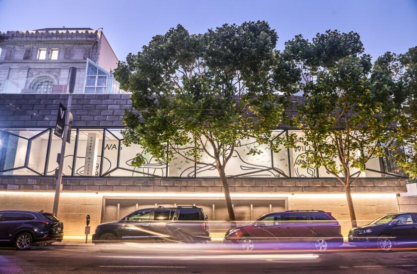 COVID-19 cerró el Museo de Arte Asiático, pero el mural de Chanel Miller todavía se puede ver desde la calle.