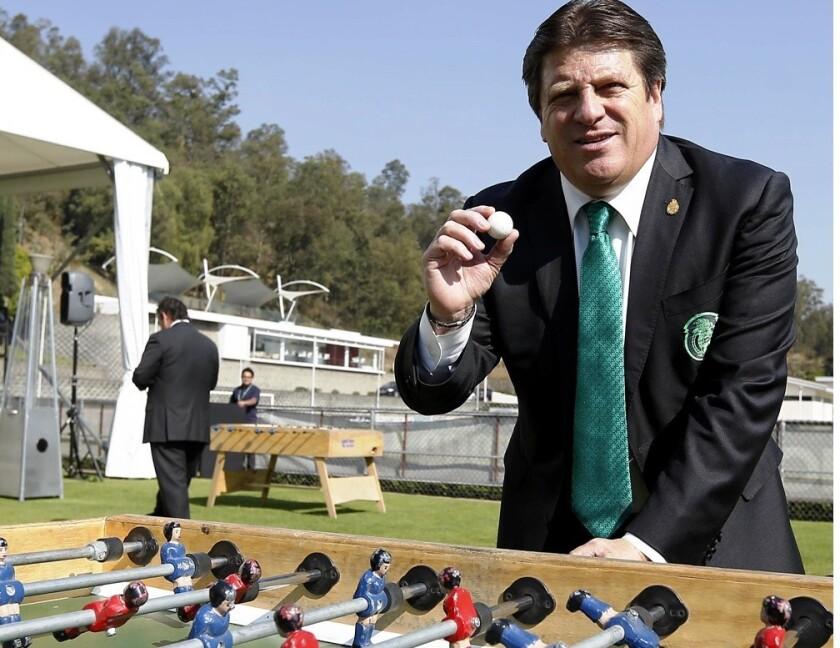 Herrera define plantilla para Copa Oro y Copa América ante un duro rival mañana en un repleto Coliseo de Los Ángeles