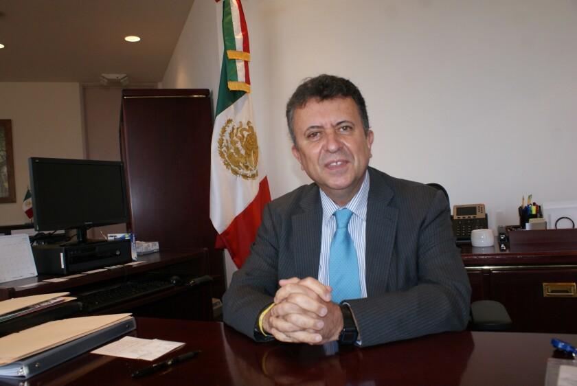 Carlos García de Alba asumió, el 24 de junio de 2016, como cónsul general de México en Los Ángeles.