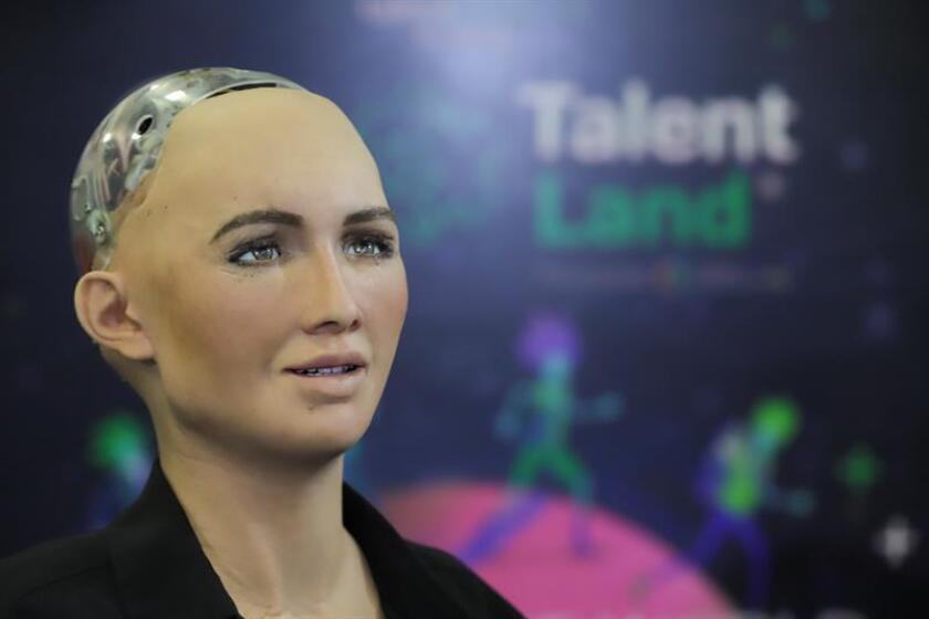 Vista del robot Sophia durante su presentación en el Talent Land, evento de innovación y tecnología que se celebra hoy, miércoles 4 de abril de 2018, en la ciudad de Guadalajara (México). EFE