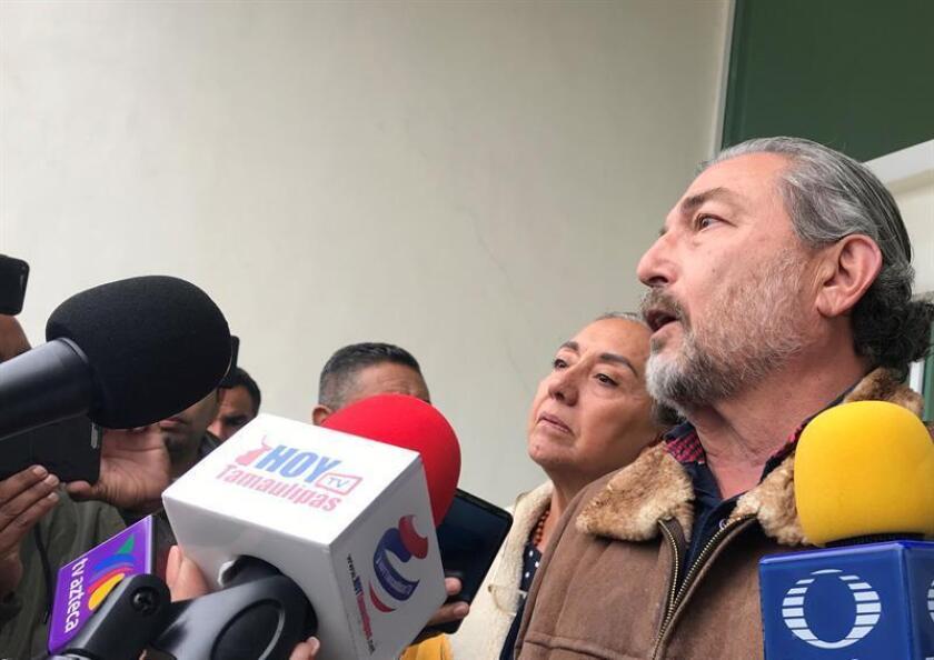 Jorge Fernández y Adriana González, padres de Jorge Fernández jr, declarado culpable de feminicidio habla a la prensa hoy, durante la sentencia de su hijo en Reynosa, estado de Tamaulipas (México). EFE