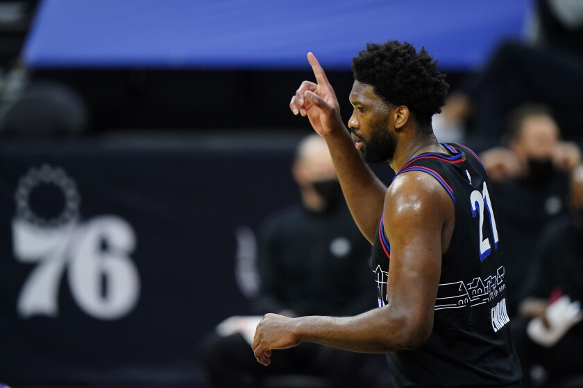 Embiid y Simmons conducen a 76ers a triunfo sobre Nets - Los Angeles Times