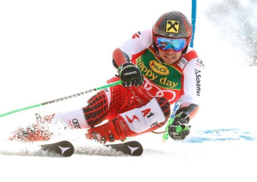 El austriaco Marcel Hirscher en el descenso masculino que se ha celebrado en Kranjska Gora, Eslovenia. EFE/EPA