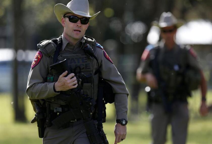 Una mujer fue detenida hoy acusada de prender fuego a su propio vehículo con ella y sus tres hijas de 9, 11 y 13 años de edad en el interior, informaron las autoridades policiales de Texas. EFE/Archivo