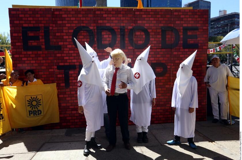 La manifestación del PRD consiste en un performance en el cual se derrumbará un muro de manera simbólica, con la finalidad de demostrar repudio en contra de las políticas antimigrantes del magnate.