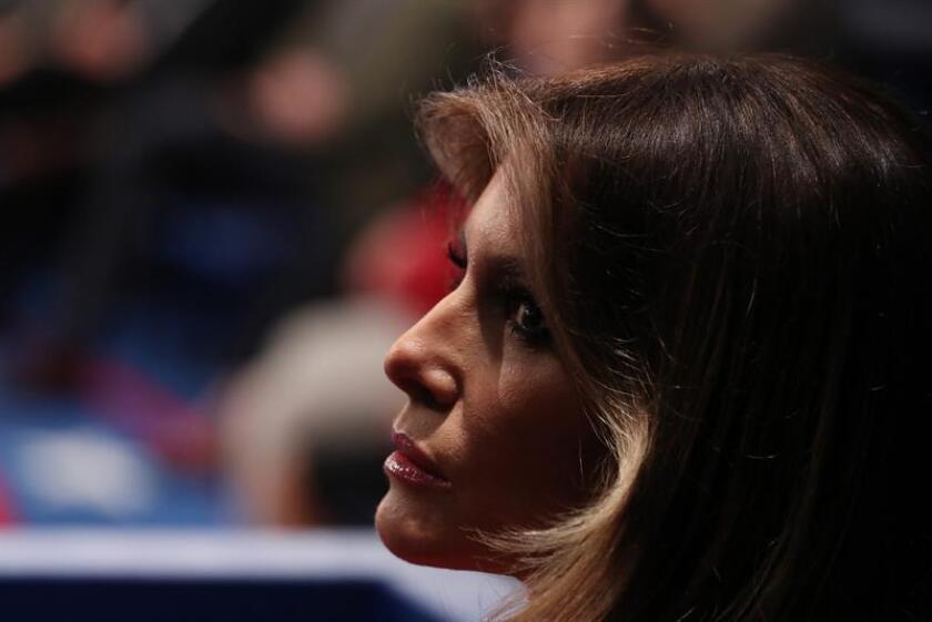 A la nueva primera dama, Melania Trump, no se la ve por Washington desde la investidura de su marido, hace casi medio mes, lo que ha despertado nuevas dudas sobre su papel en la Casa Blanca. EFE/EPA/ARCHIVO