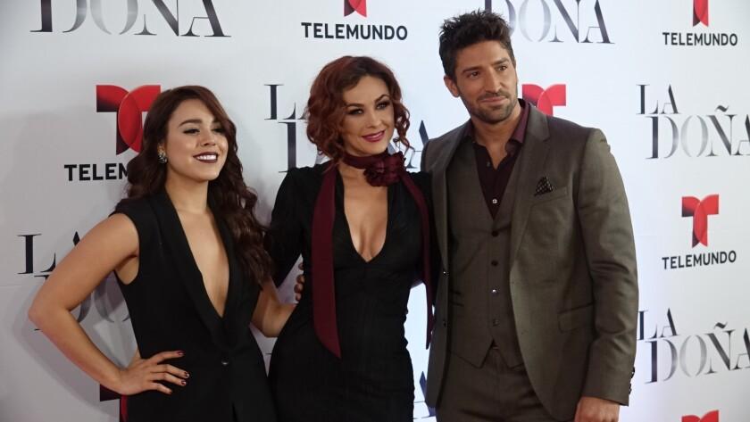 """Danna Paola, Aracely Arámbula y David Chocarro, protagonistas de """"La Doña""""."""