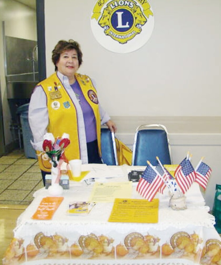 Community: Noon Lions honor a past president