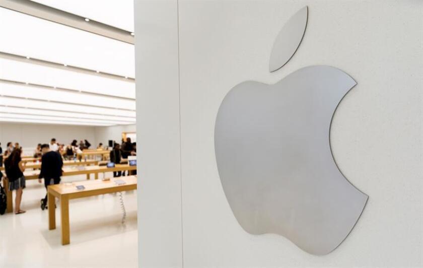 Vista de la compañía Apple en una tienda de Nueva York, Estados Unidos. EFE/Archivo