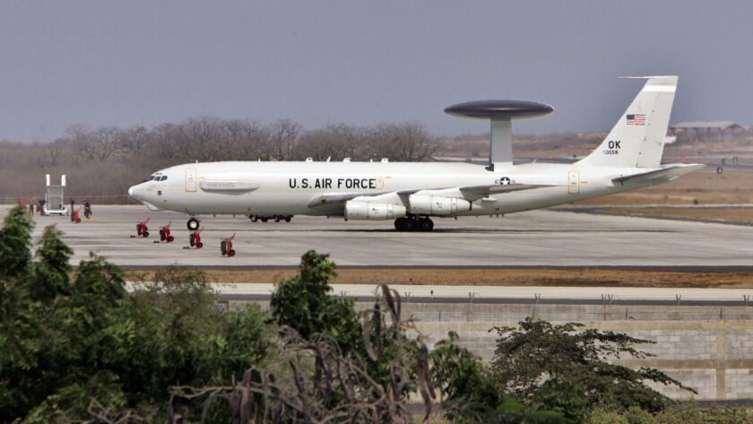 TO GO WITH STORY SLUGGED EEUU BASE.- A US military plane lands at the US base airport in Manta, Ecua