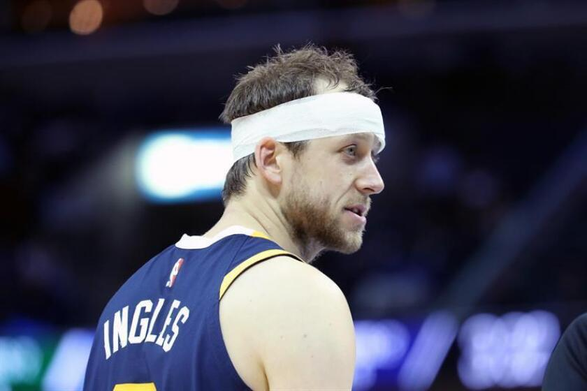 The Utah Jazz's Joe Ingles keeps playing after injuring his eye during an NBA game against the Memphis Grizzlies at the FedExForum in Memphis, Tennessee, on Nov. 12, 2018. EPA-EFE/Karen Pulfer Focht