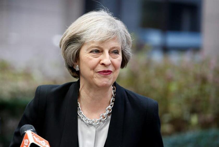 """La primera ministra británica, Theresa May, pidió hoy a EEUU no retirarse del mundo para evitar un """"eclipse de Occidente"""" y aconsejó al Gobierno del presidente Donald Trump """"tener cuidado"""" con el líder ruso, Vladímir Putin. EFE/ARCHIVO"""