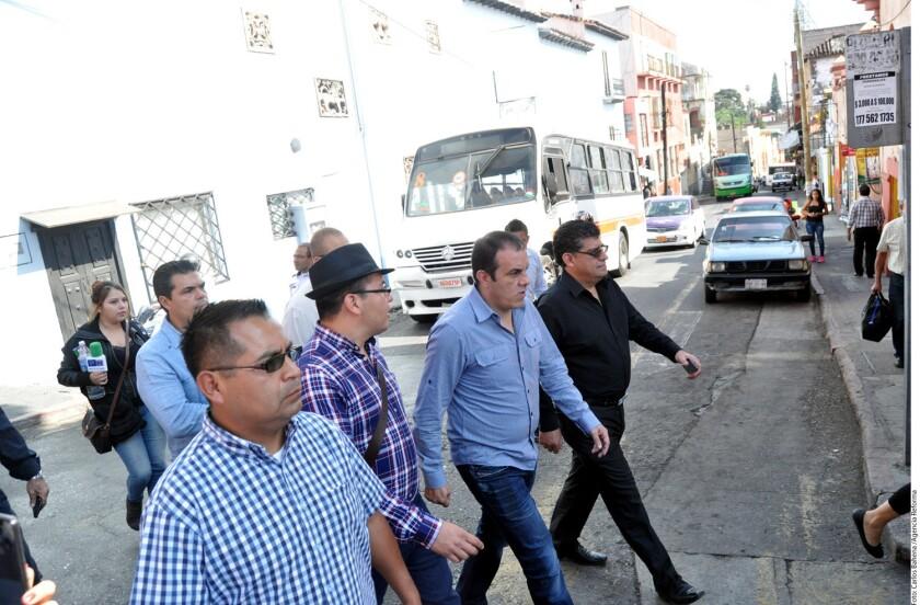 """Cuauhtémoc Blanco, presidente municipal de esta capital, reanudó ayer sus funciones en el ayuntamiento y exigió al Gobernador Graco Ramírez que le permita """"chambear""""."""