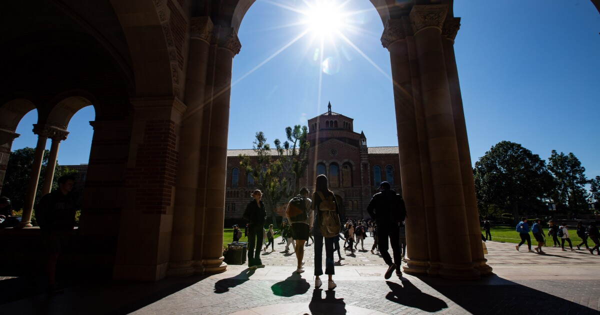 UC freshmen applications dip for a second straight year. But why?