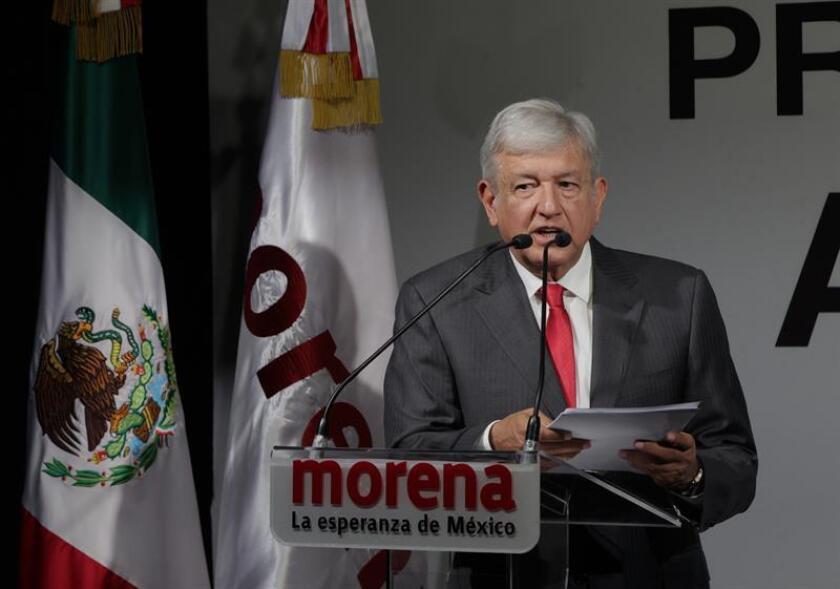 El candidato de Morena, el Partido del Trabajo (PT) y Encuentro Social (PES), Andrés Manuel López Obrador, participa durante una conferencia de prensa hoy, jueves 14 de diciembre de 2017, en Ciudad de México (México). EFE