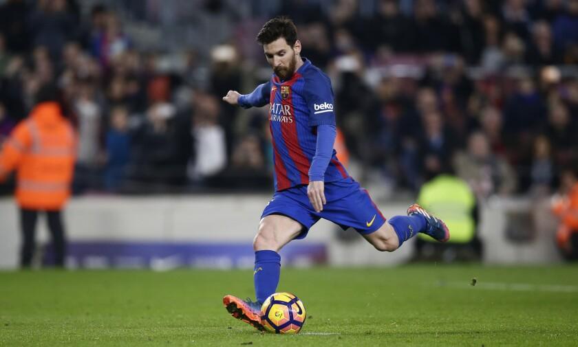 Con doblete, Messi salva al Barcelona ante Leganés.