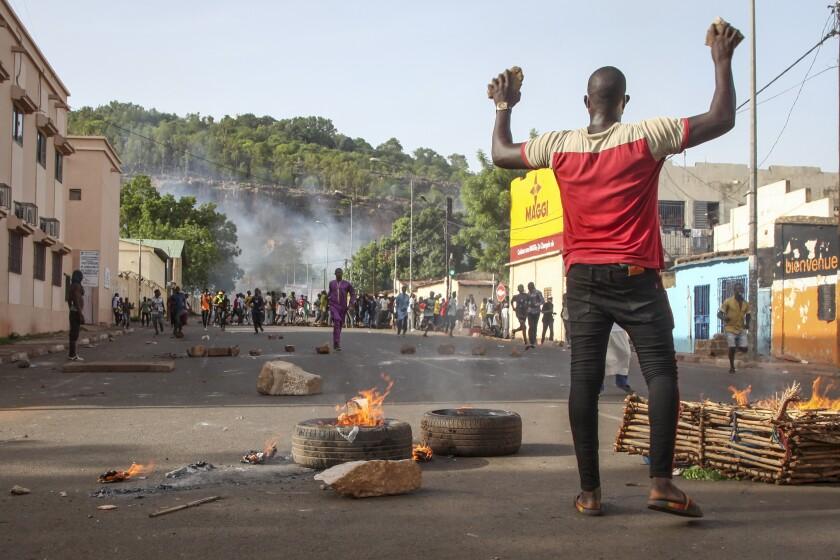 Manifestantes piden la renuncia del presidente, Ibrahim Boubacar Keita, en Bamako, Mali.