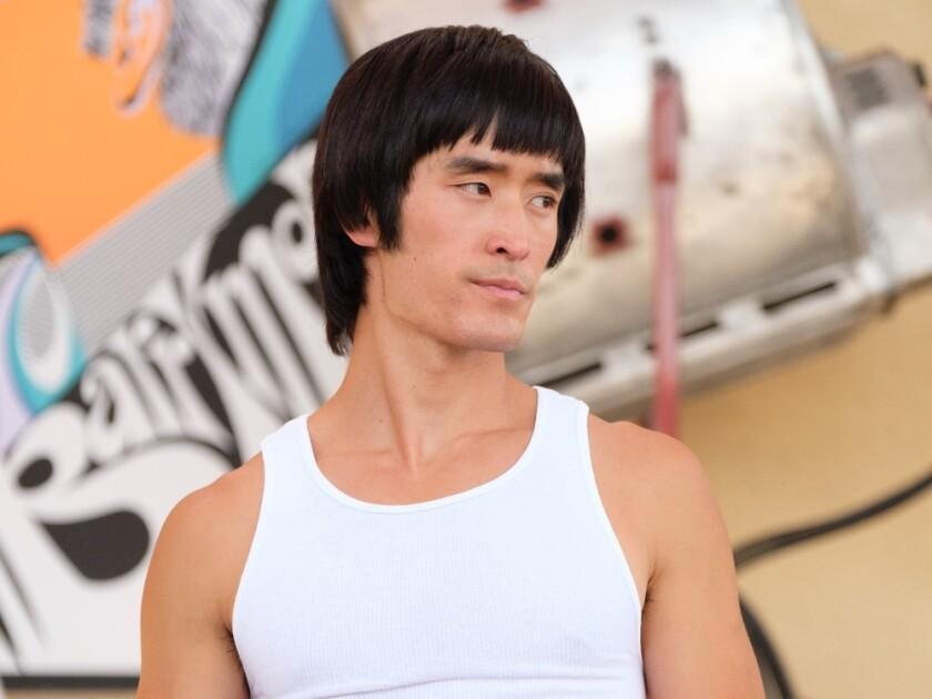 """El actor Mike Moh interpreta al legendario Bruce Lee en """"Once Upon a Time in Hollywood""""."""