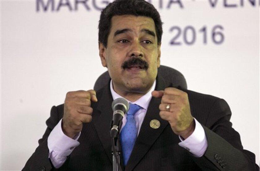 """El secretario general de la Organización de Estados Americanos (OEA), Luis Almagro, acusó hoy al Consejo Nacional Electoral (CNE) de Venezuela de actuar con """"un claro sesgo político"""" al aplazar el referendo revocatorio contra el presidente Nicolás Maduro a 2017."""