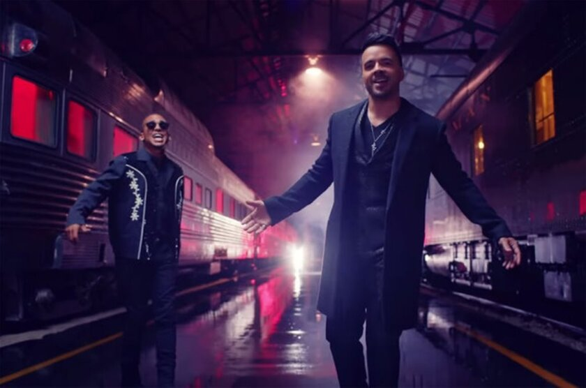 Los cantantes Luis Fonzi y Ozuna se trasladaron a una estación de tren para grabar su nuevo video, ya disponible.