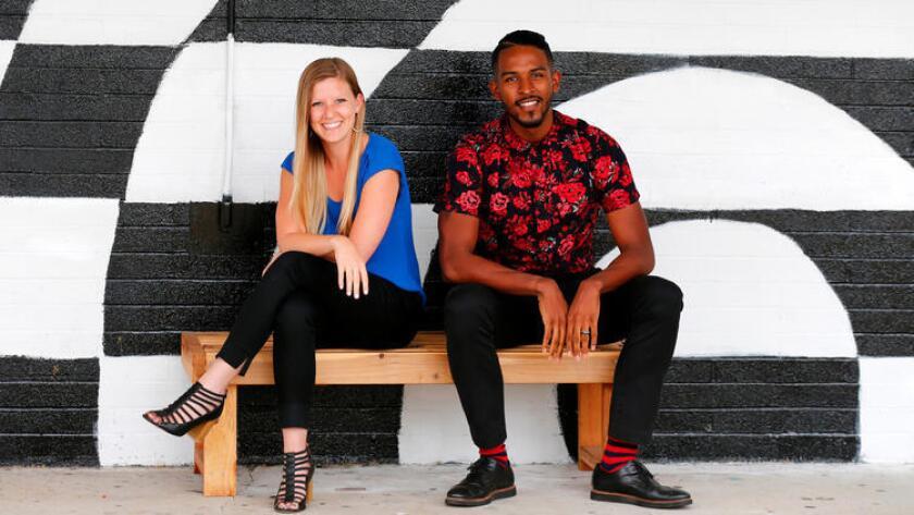 Kari Croft, de 29 años, y Erin Whalen, de 26, maestros de Los Ángeles, obtuvieron $10 millones para iniciar su propia escuela, en un concurso a nivel nacional financiado por Laurene Powell Jobs, viuda del fundador de Apple.