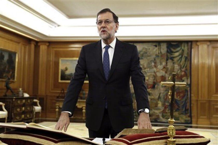 El presidente del Gobierno español, Mariano Rajoy, recibió hoy la felicitación de diversos líderes europeos y la llamada del presidente de México, Enrique Peña Nieto, para trasmitirle la enhorabuena por su investidura.