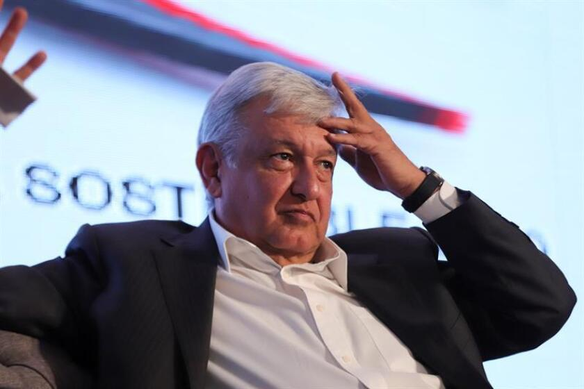 El candidato a la Presidencia de México en las próximas elecciones del 1 de julio, Andrés Manuel López Obrador, por la coalición Morena-Pes-Pt. EFE/Archivo